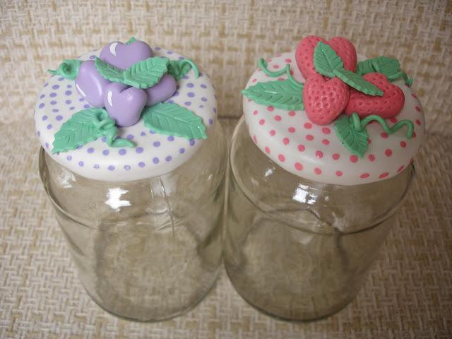 Uvinha e Moranguinho, vidros decorados em biscuit