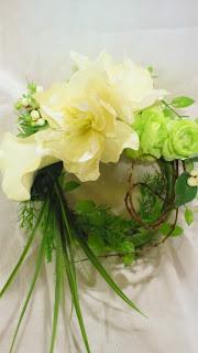 ホワイト&グリーンの爽やかリースアレンジメント
