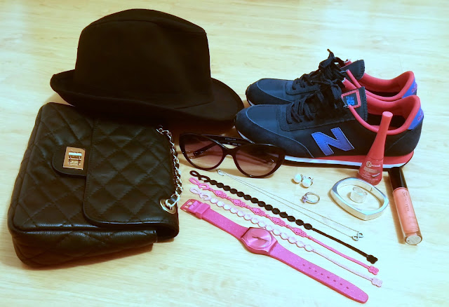 LaCaprichossa, Look New Balance 410, collage pulseras cruciani, joyas yanes young, reloj rosa swatch