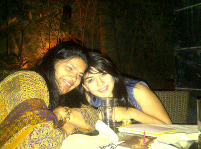 Hansika Motwani with her mother