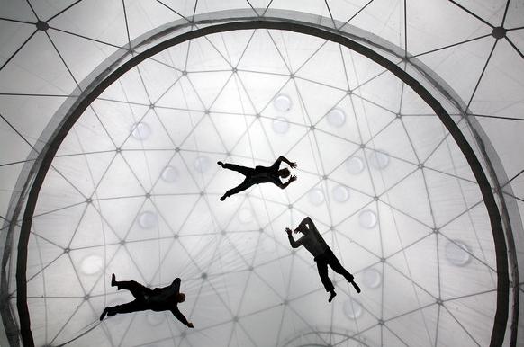 ballons art, floating art,