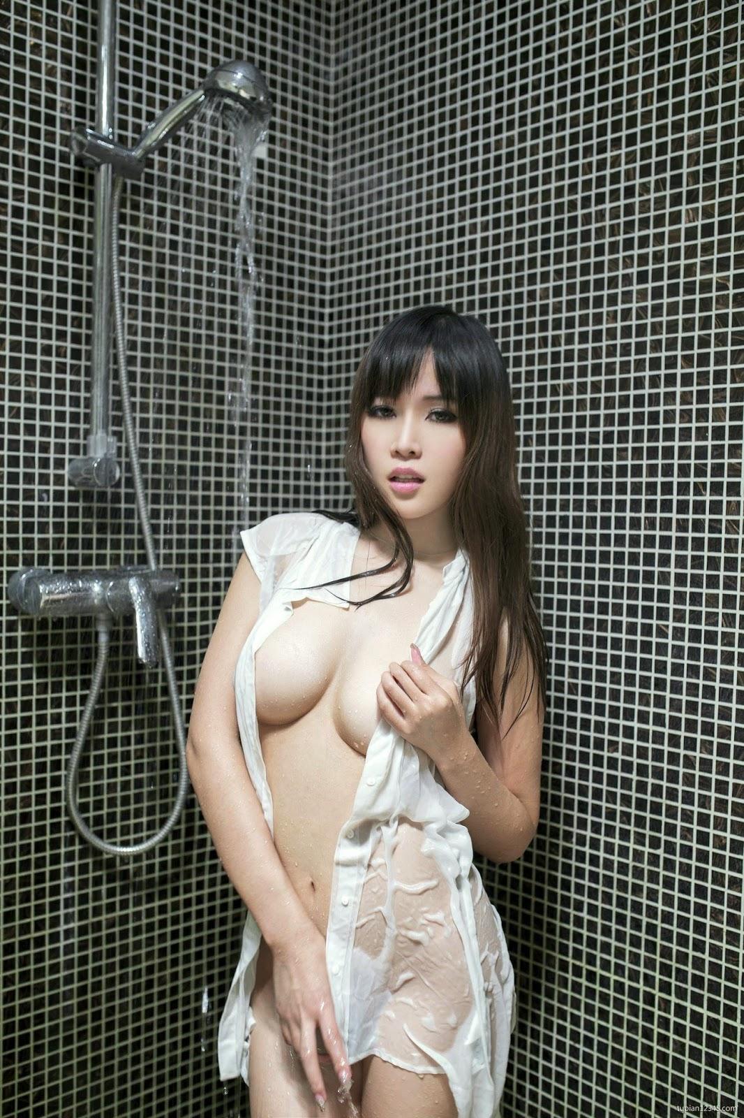 Xem ảnh cớn gái tắm truồng show vú cực bự