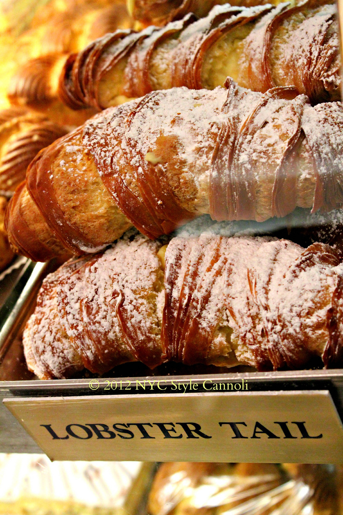 NYC, Style and a little Cannoli: Ferrara Bakery in Little Italy