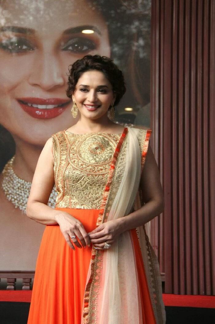 Beautiful Madhuri dixit photo gallery in designer dress at kshan ala bhagyachya prize event