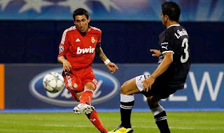 Di María shots the ball to the net