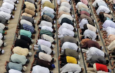 muslims at pray