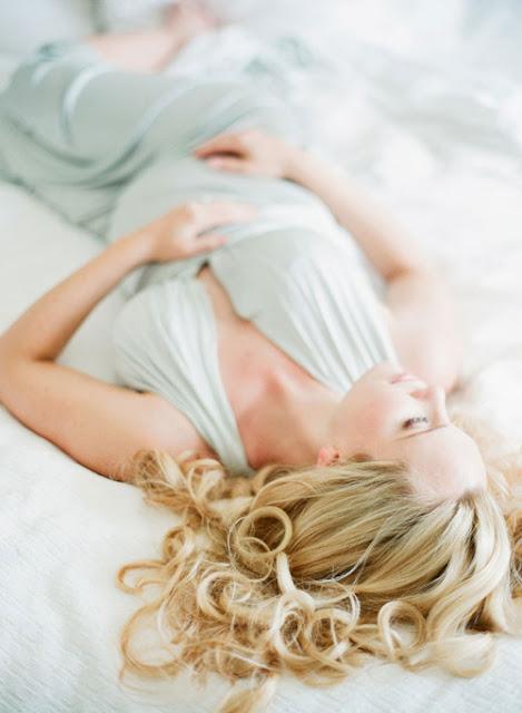 http://2.bp.blogspot.com/-ufjrIYKezo0/U35uHcH9zBI/AAAAAAAARBQ/zjIcJUYAXBI/s1600/initimate+maternity+session+in+home.jpg