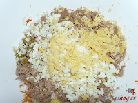 Aguacates rellenos-huevo duro picado