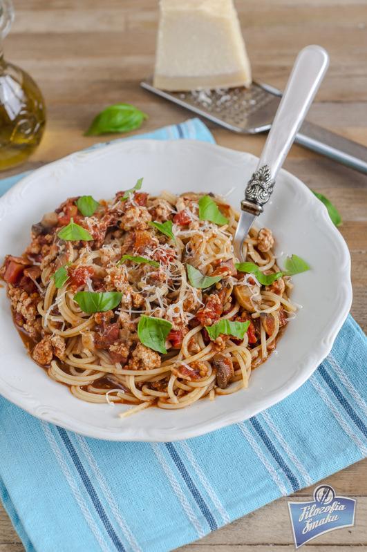 Spaghetti z mięsem mielonym i pomidorami