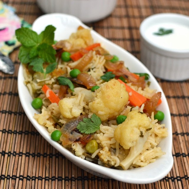 Yakhni Pulao (Hyderabadi Vegetable Yakhni Pulao)