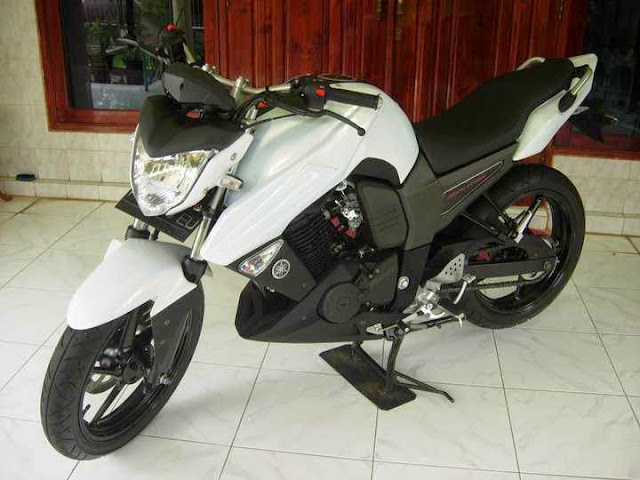 Foto modifikasi Yamaha Byson putih simple
