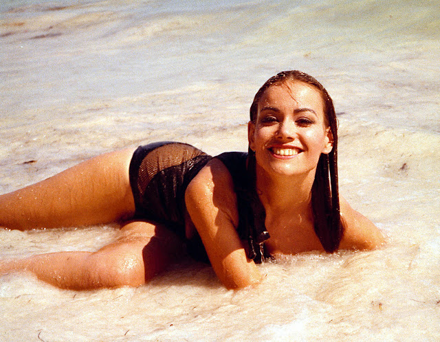 Claudine Auger Pictures7