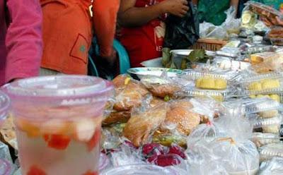 Berjualan Aneka Takjil Saat Ramadhan