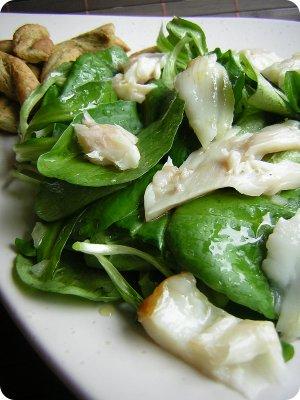 Spinatsalat mit Räucherfisch und Erdbeer-Kokos-Milchreis