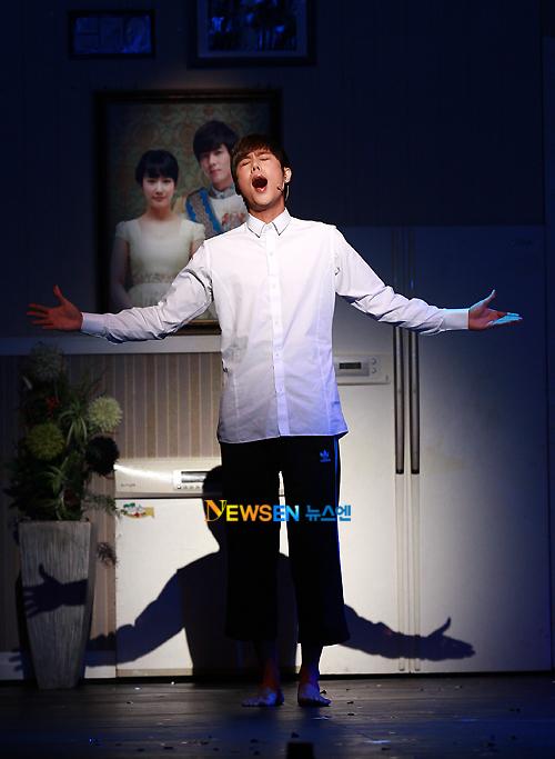 [MUSICAL] 08/04/2011 - KyuJong @ Goong Musical  - Page 4 KJ-Goong-media-06