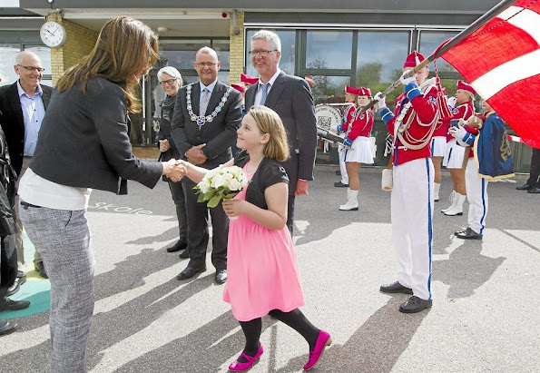 """Crown Princess Mary of Denmark visited Ruds edby school on the occasion of initiation of the """"Reach Out"""" project,"""