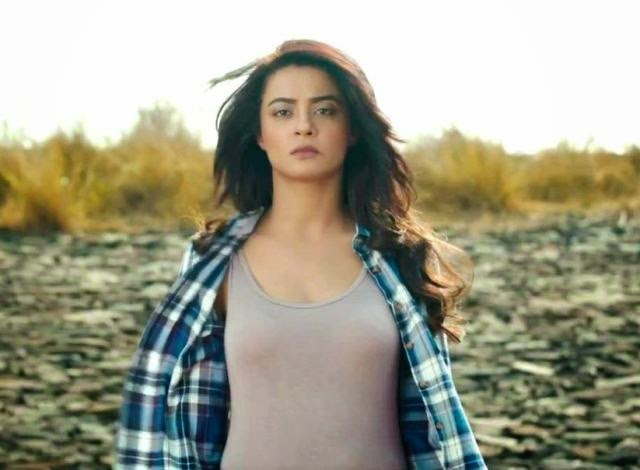 Surveen Chawla hate Story 2 cute photos download, Surveen Chawla Hate Story 2 pics, Surveen Chawla from hate story sweet, Sweet pictures of Surveen Chawla