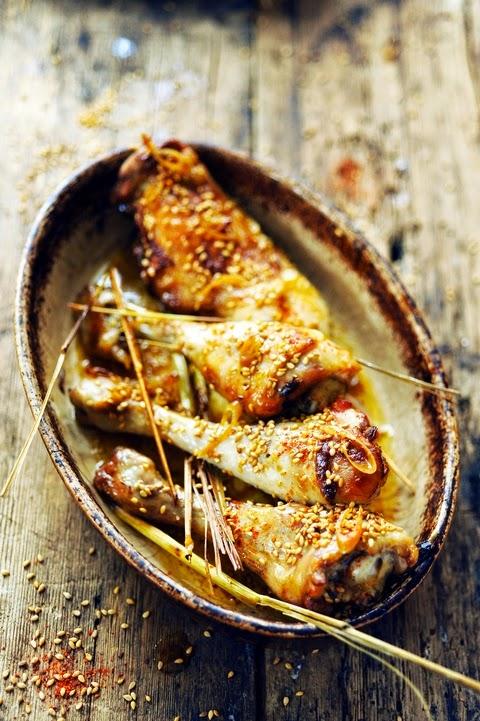 Un p'tit poulet ma poulette ? Tome 1 Cuisses de poulet au sésame et sauce soja !