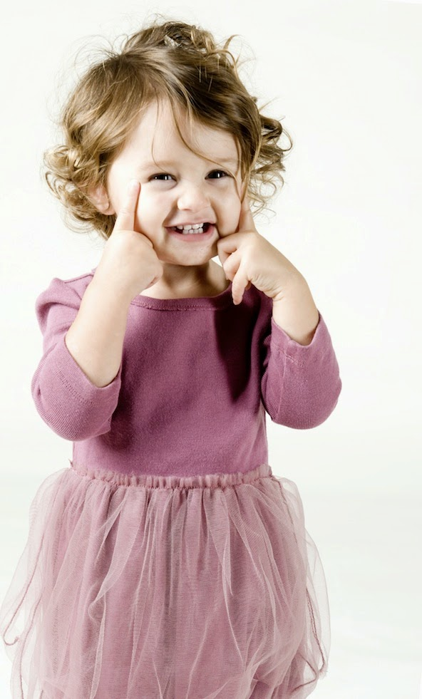 Gambar bayi lucu berambut ikal