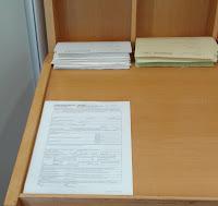 Auslage mit Formular für die Gewerbeanmeldung