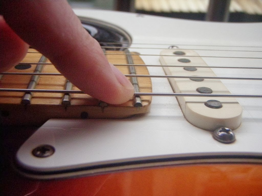 fender stratocaster pickup height adjustment and specifications