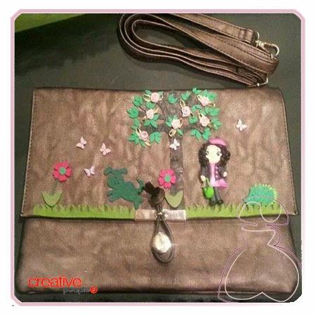 Bandolera en marrón chocolate para chica decorada a mano por Sylvia Lopez Morant