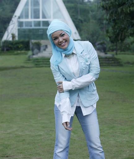 trend model gaya hijab ala dewi sandra terbaru 2017/2018
