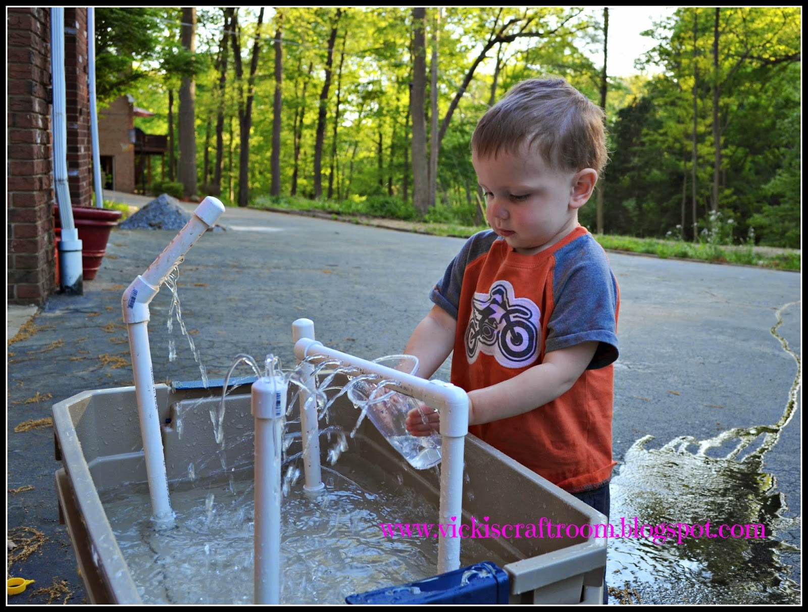 Vickis Craft Room DIY Water Table