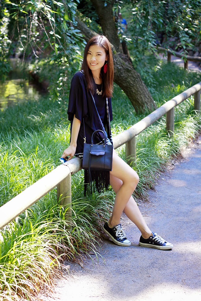 summer kimono, kimono, nyc, brooklyn, blogger outfit, kimono and shorts, shorts and sneakers, converse outfit, black purse, fashion blogger, brooklyn botanic garden, day trip