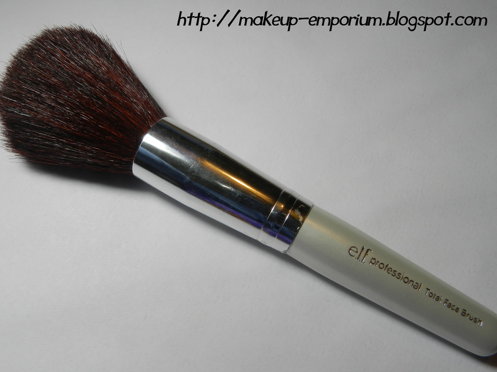 Makeup Emporium: Total Face Brush #1804 de E.L.F. : reseña y fotos.