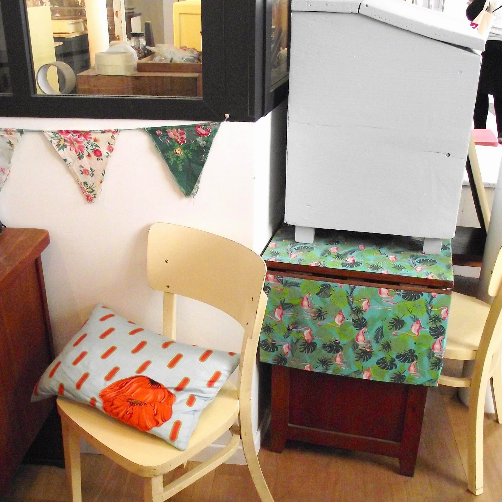 les petits meubles de marie robert et moi nalou 39 s in the air. Black Bedroom Furniture Sets. Home Design Ideas