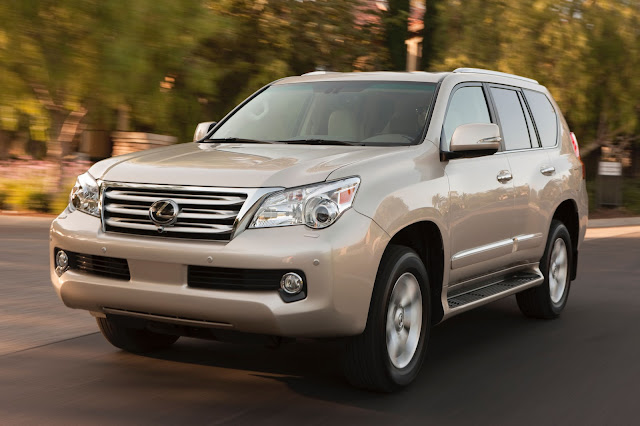 front 3/4 view of 2013 Lexus GX460
