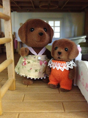 Sylvanian Families Highfields Farm Hunter-Smyth Chocolate Labrador Family