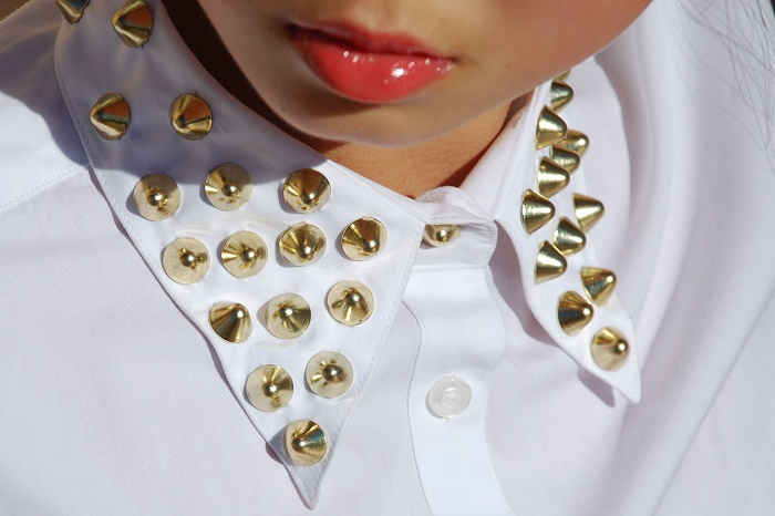 DIY studded collar, studded collar, studded shirt, white button up shirt, gold done studs, Studs and Spikes, style, fashion