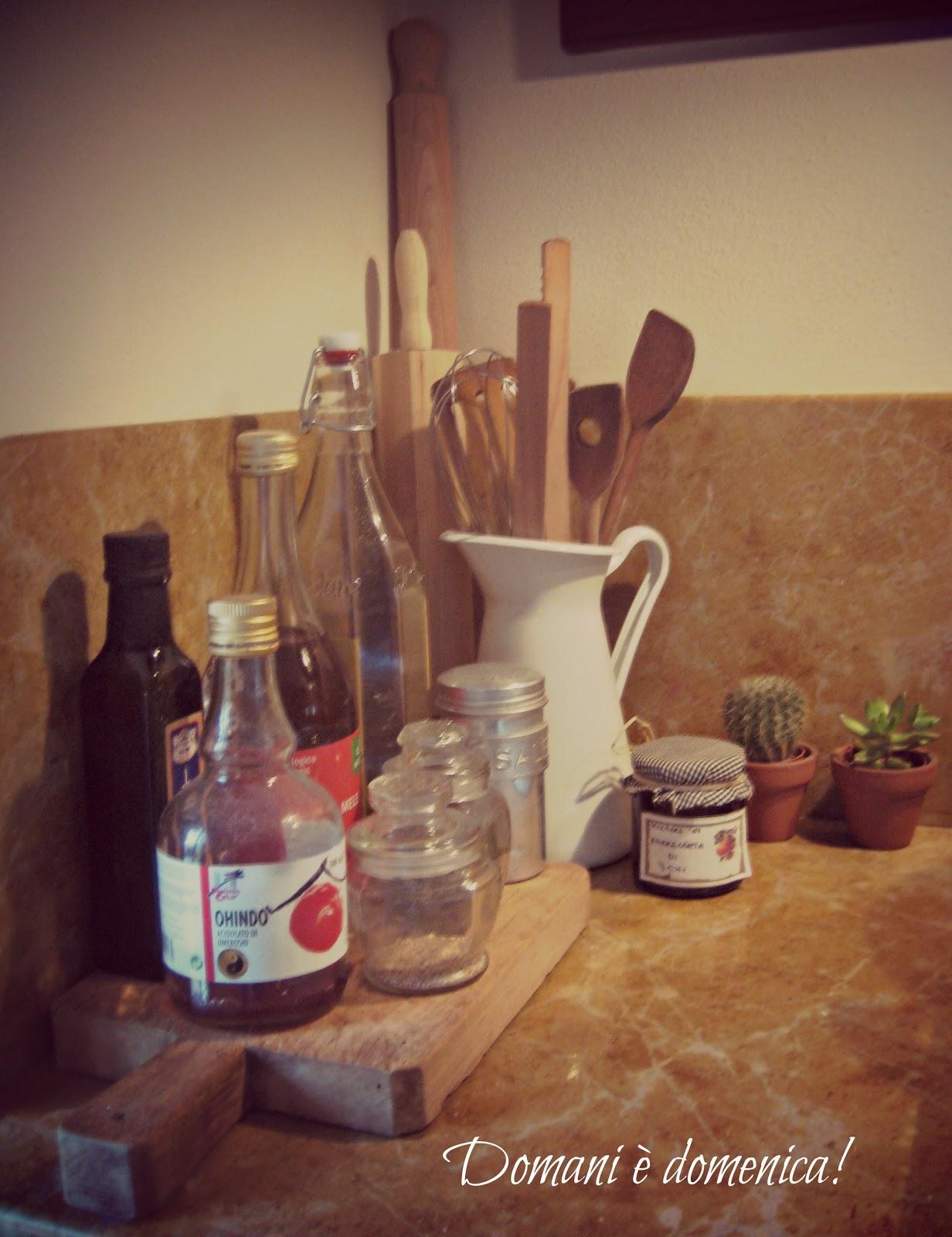Domani domenica di cucine tende e oggetti del cuore for Oggetti decorativi per cucina