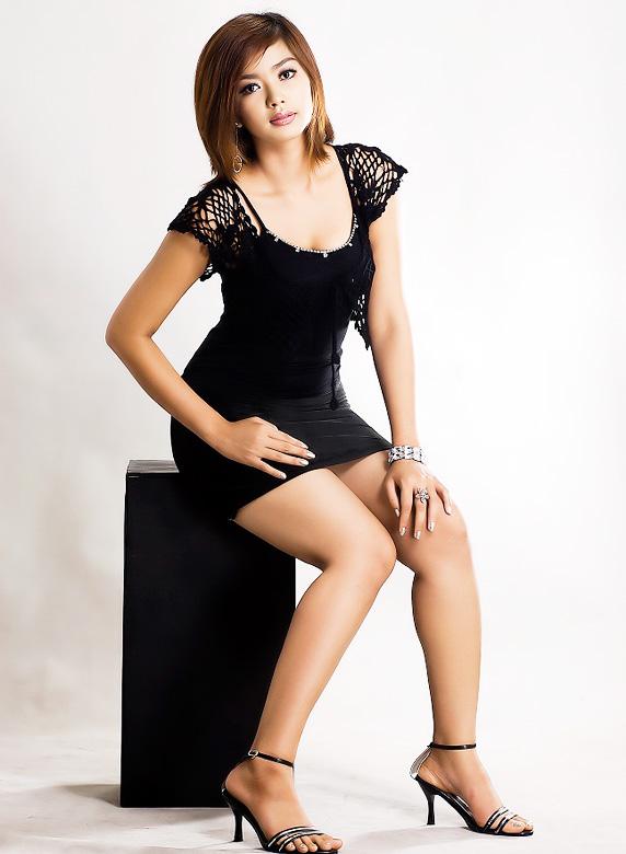 Myanmar Celebrity Sexy Model Nwe Nwe Tun 014