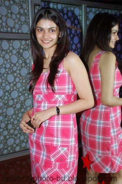 Most+Beautiful+Hot+Photos+of+Prachi+Desai014