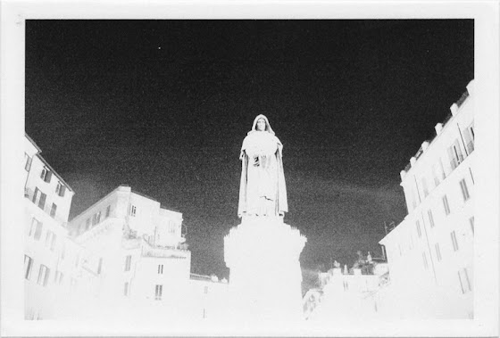 dirty photos - et - a black and white photo of campo dei fiori in rome