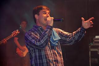 Marquinhos Barbosa e banda animaram a noite ao som de grandes sucessos da atualidade