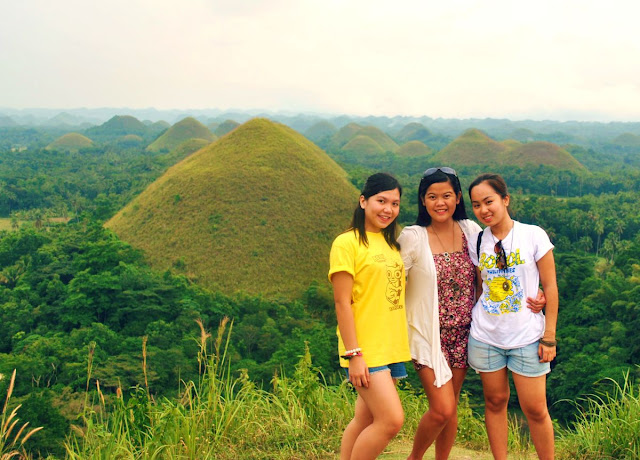 Filipinas at Chocolate Hills Bohol