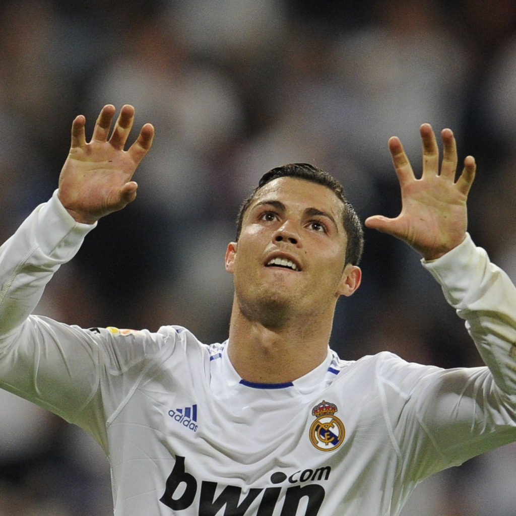 http://2.bp.blogspot.com/-uk7gqiwDg4Q/T4hj8s3VCGI/AAAAAAAAEH4/lofrUxLzQdo/s1600/sport-free-wallpapers010-Cristiano-Ronaldo-Real-Madrid.jpg