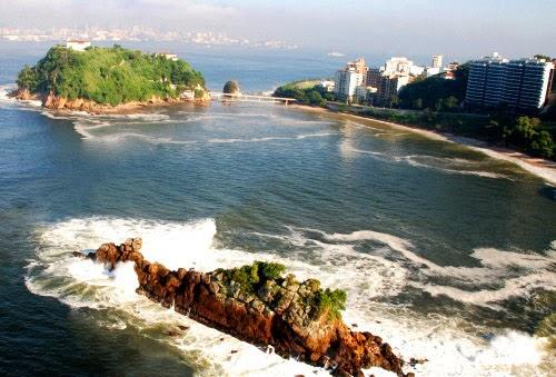 La costa de Niterói en Brasil