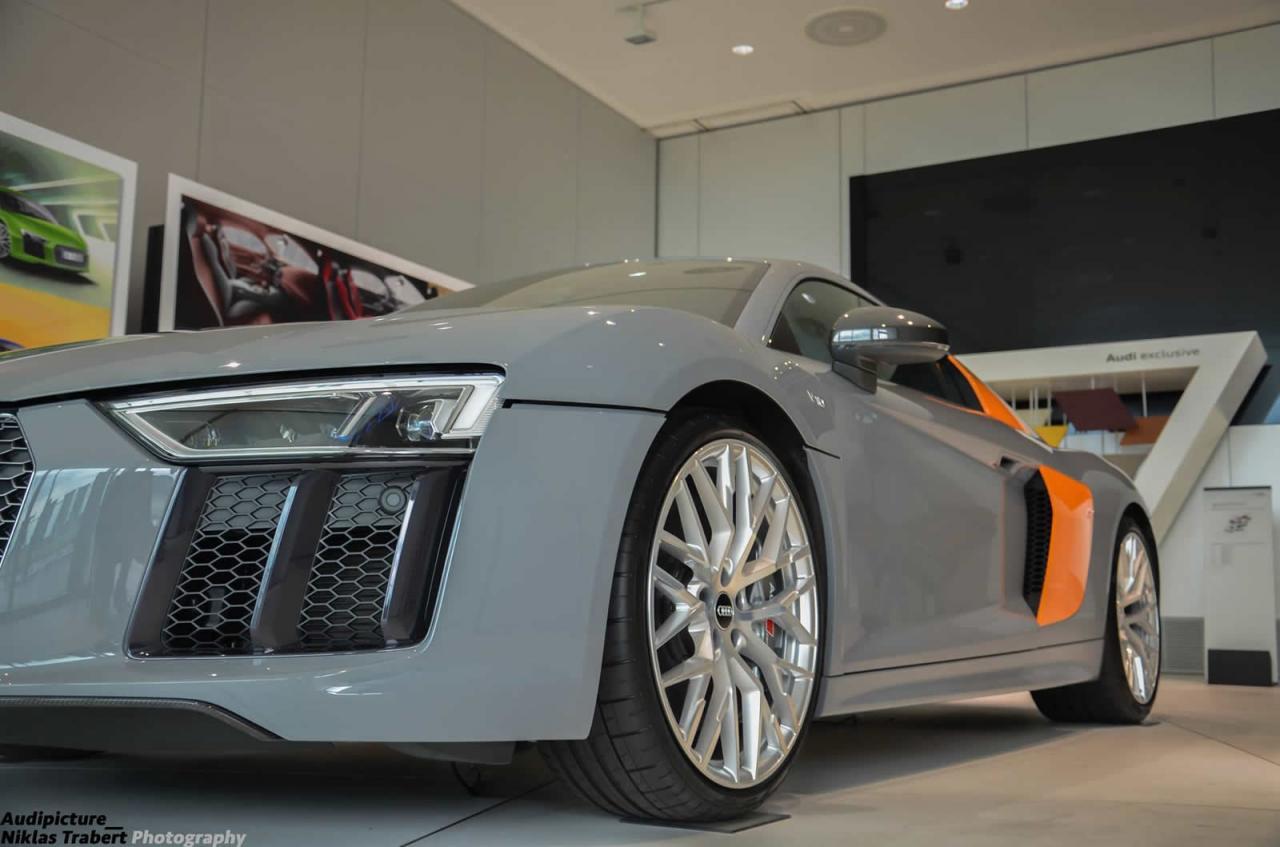 Two Tone Nardo Grey Audi R8 V10 Plus Looking Sleek