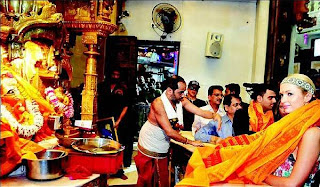 Paris+Hilton+Photos+At+Siddhivinayak+Temple+Mumbai+(3)