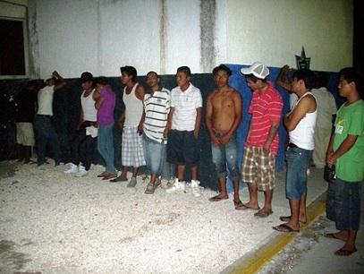 Detiene polic a de canc n a 30 pandilleros en villas otoch for Villas otoch