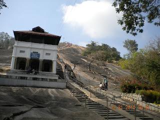 660 steps to Gommuteshwara