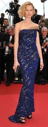 Modelo Karolina Kurkova con vestido de gala