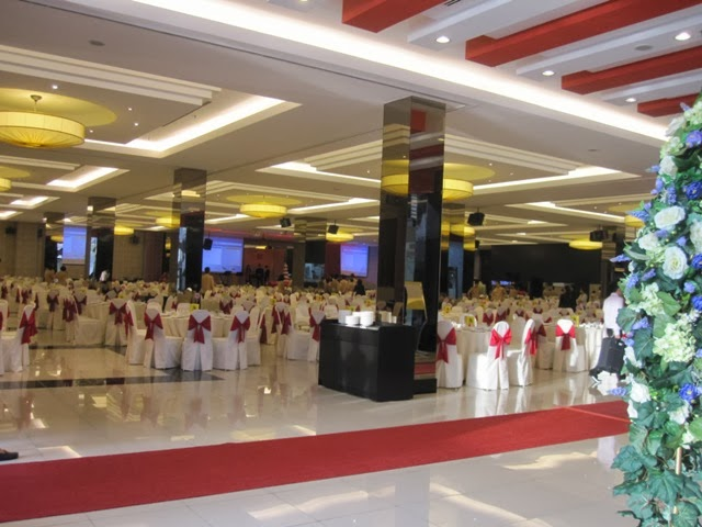 big hall, with pillars tile flooring, nice decoration