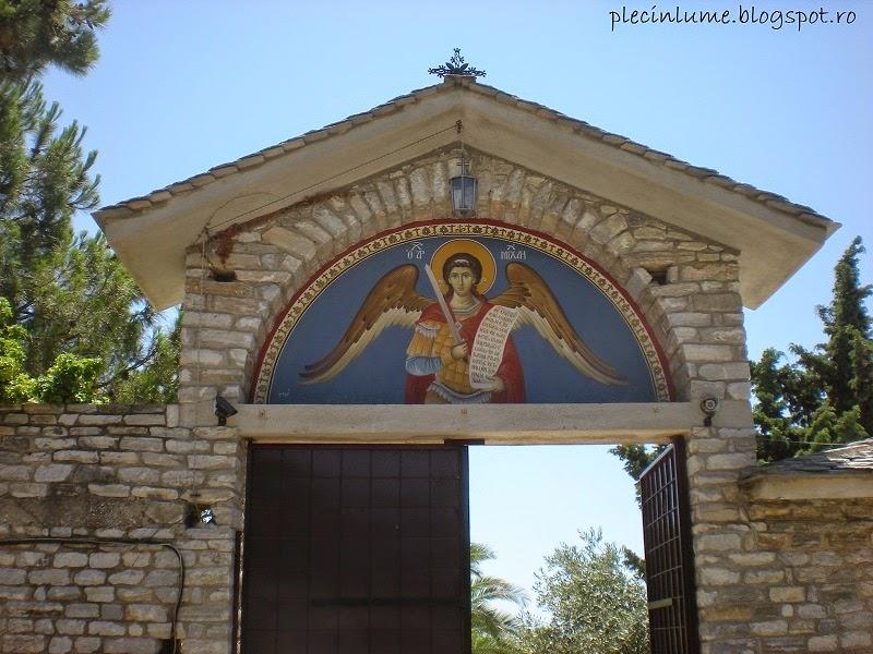 Intrarea in Manastirea Arhanghelul Mihail