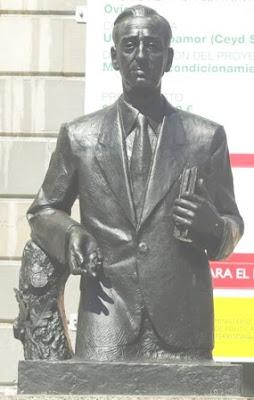 Oviedo, escultura Plácido Álvarez-Buylla